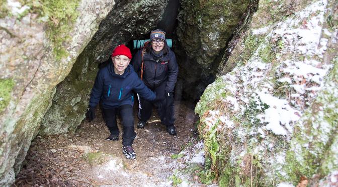Grottäventyr i Rannebergens naturreservat i Dalsland